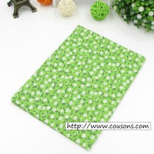 01 - tissu vert - collection Alchemille - vert a petites fleurs blanches