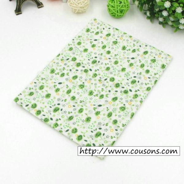 02 - tissu vert - collection Alchemille - petites fleurs vertes