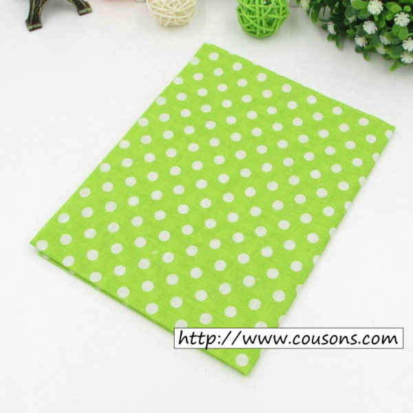 03 - tissu vert - collection Alchemille - vert a pois blancs