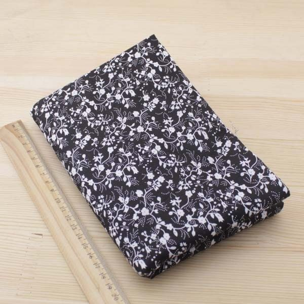 05 - tissu noir - collection Tacca - motifs floraux blancs