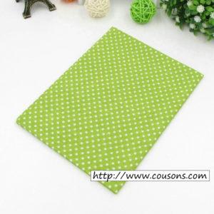 05 - tissu vert - collection Alchemille - vert clair a petits pois blancs