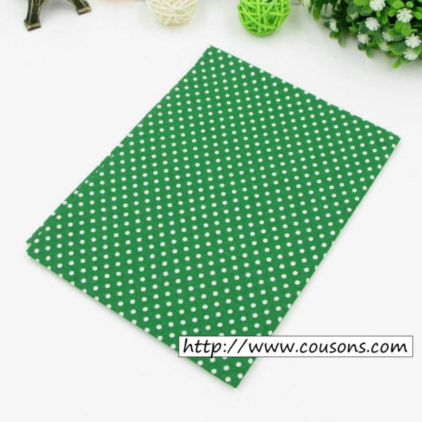 07 - tissu vert - collection Alchemille - vert foncé a pois blancs